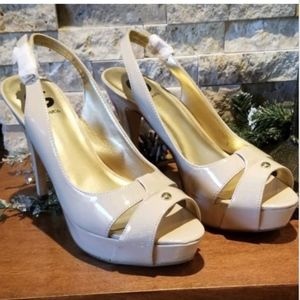 G by Guess Women's Nude Shoes Size 9M Platform